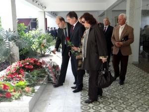 Delegacija iz HR-Milorad Pupovac-Mirjana Galo-Kuca cvijeca