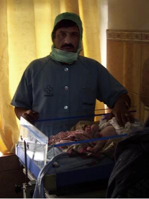 Dijete sa deformisanim genitalijama u Kabulu